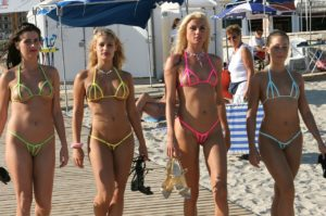 bikini-peekaboo-pool-02
