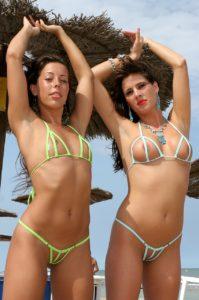 bikini-peekaboo-pool-12